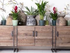 Atmosphère déco dressoir vintage bois métal pot pierre terre cuite