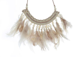 collier plumes